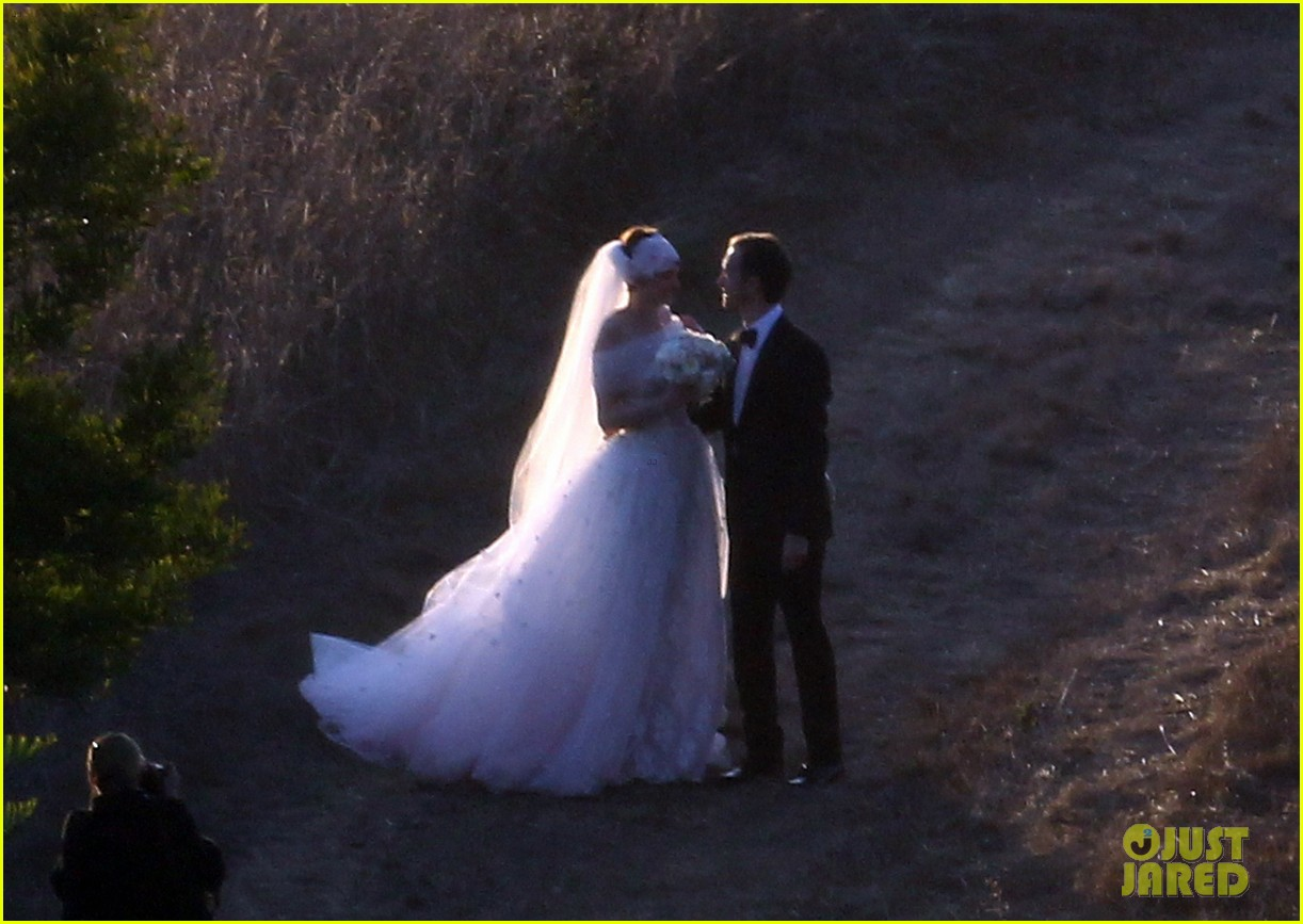 anne hathaway wedding pictures adam shulman 032730523