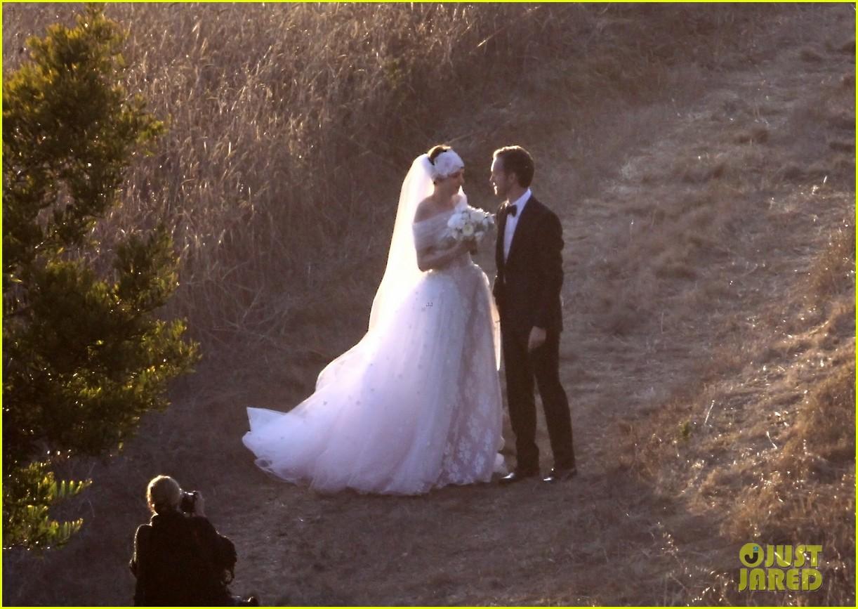 anne hathaway wedding pictures adam shulman 062730526