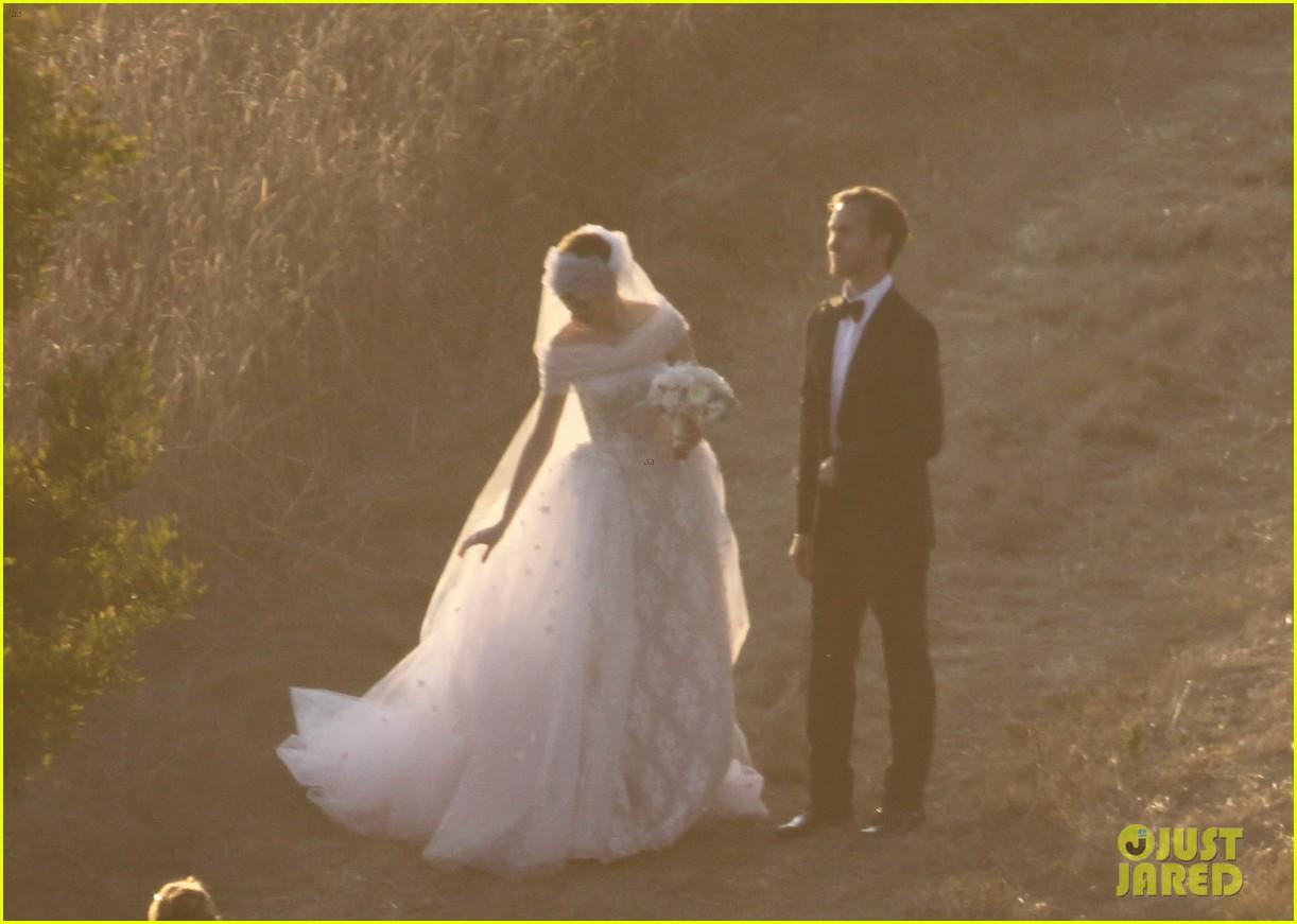 anne hathaway wedding pictures adam shulman 092730529
