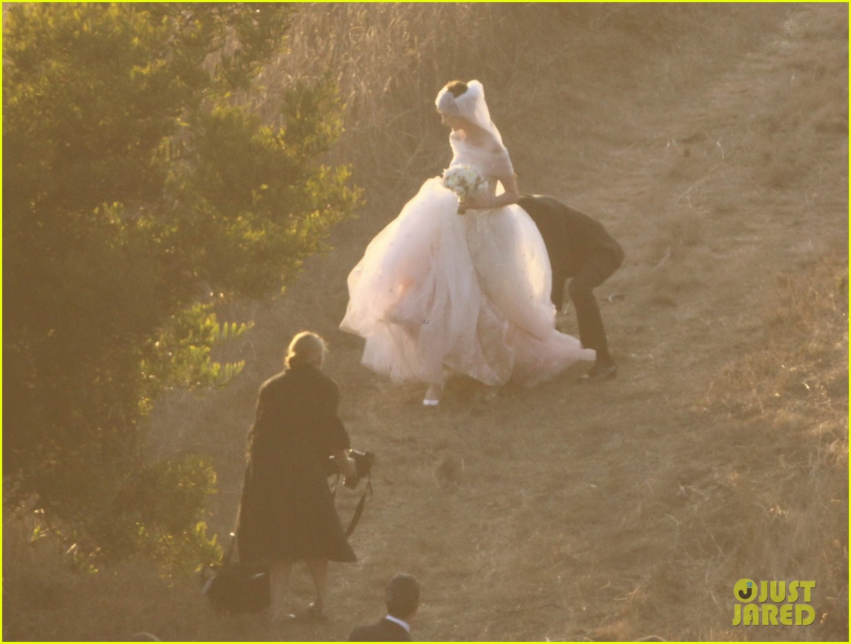 anne hathaway wedding pictures adam shulman 152730535
