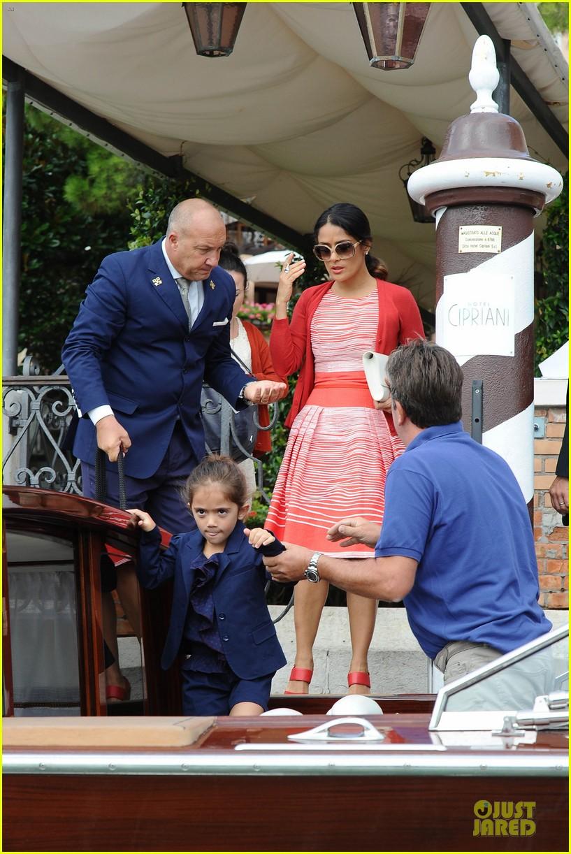 salma hayek venice outing family 042712624