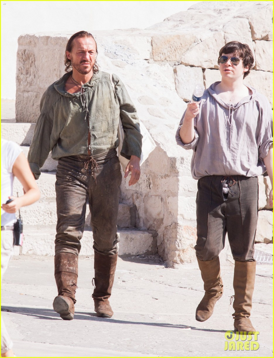 lena headey peter dinklage game of thrones season 3 set 062730369