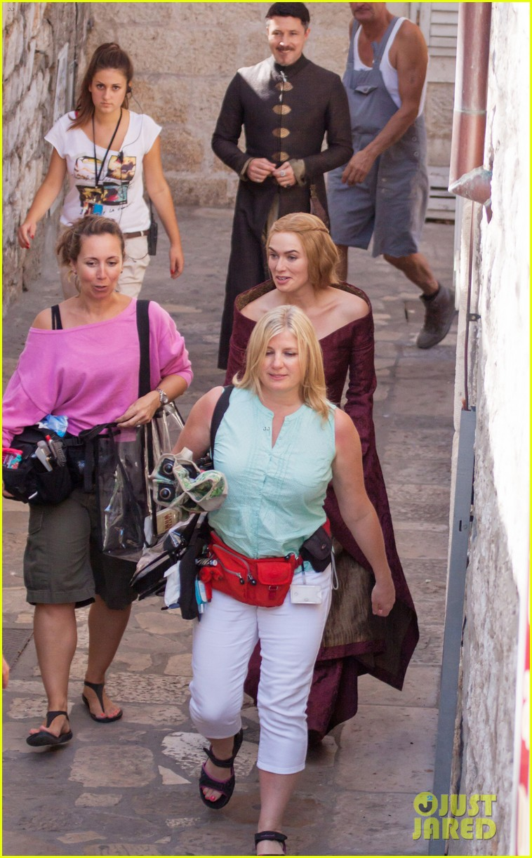 lena headey peter dinklage game of thrones season 3 set 09