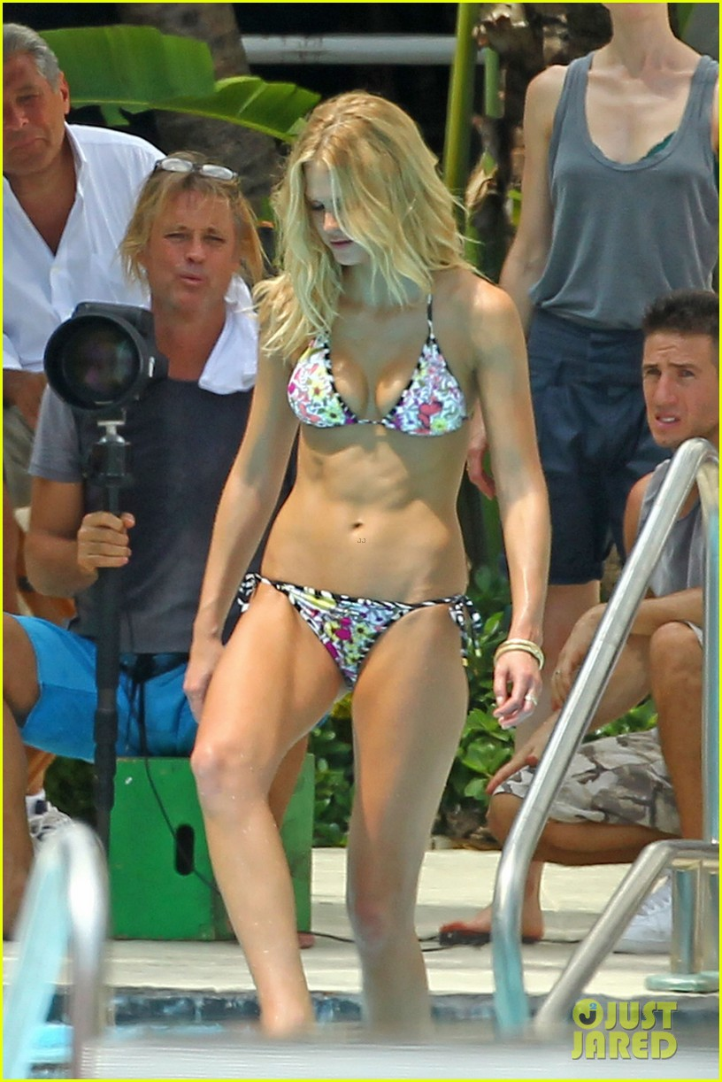 erin heatherton bikini photo shoot for victorias secret 01