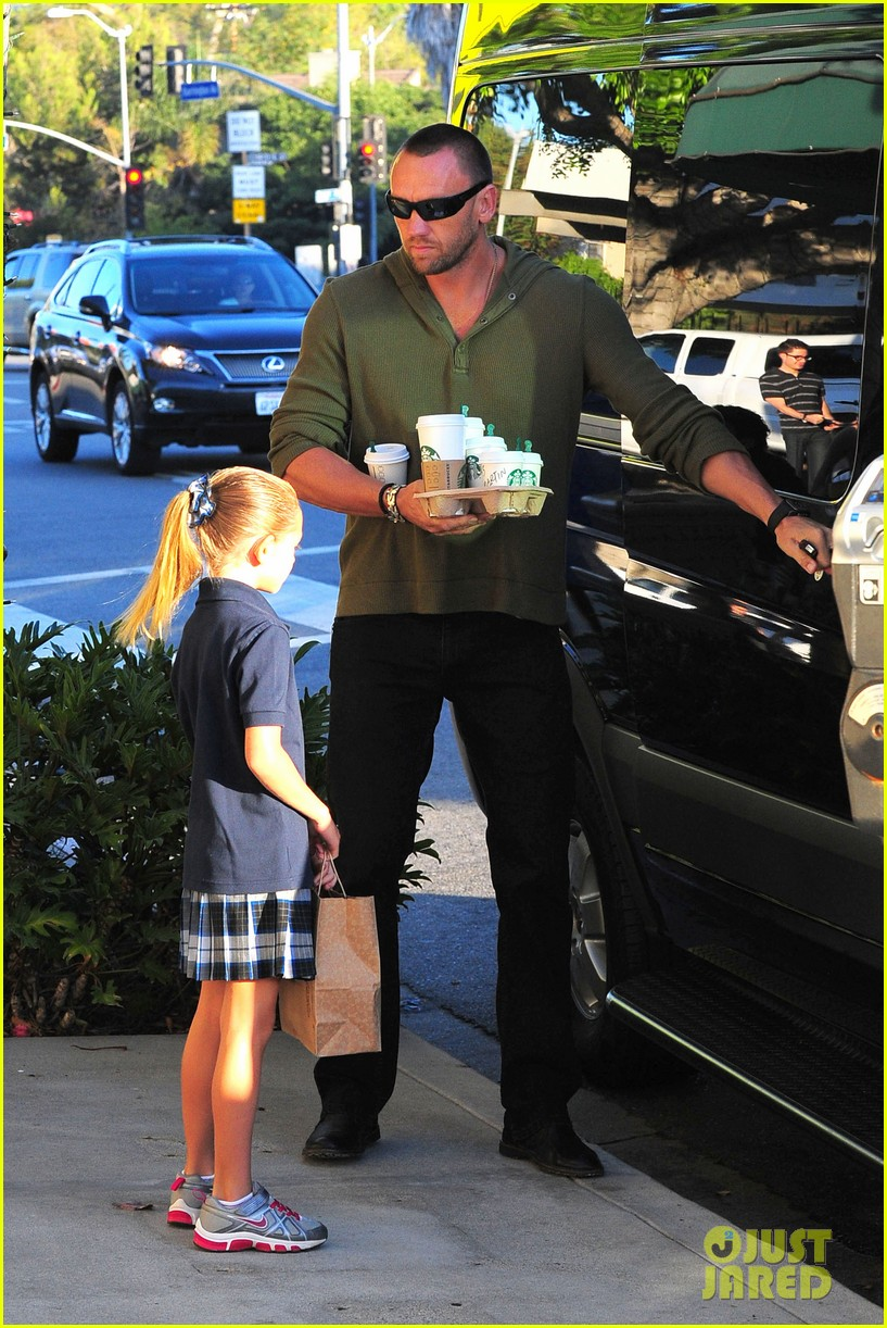 heidi klum starbucks run with kids 022725133