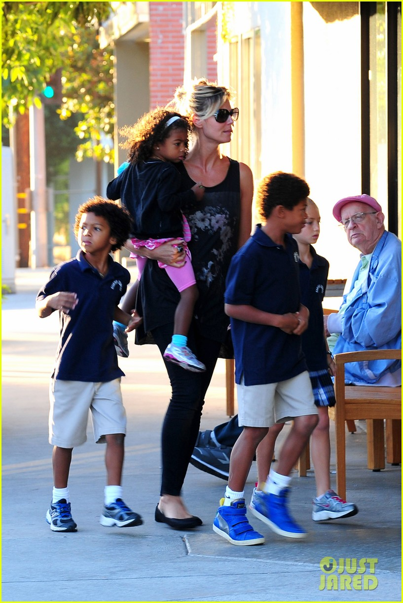 heidi klum starbucks run with kids 04