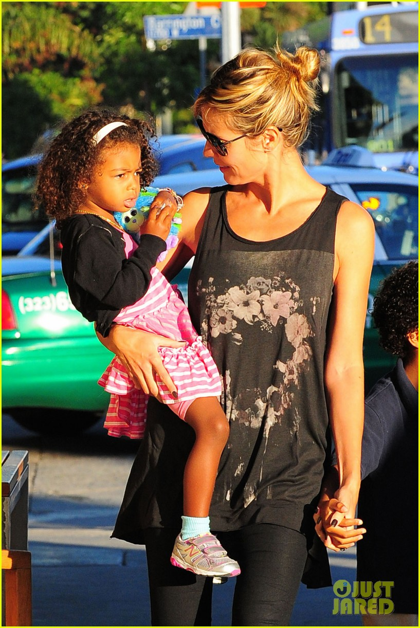 heidi klum starbucks run with kids 092725140
