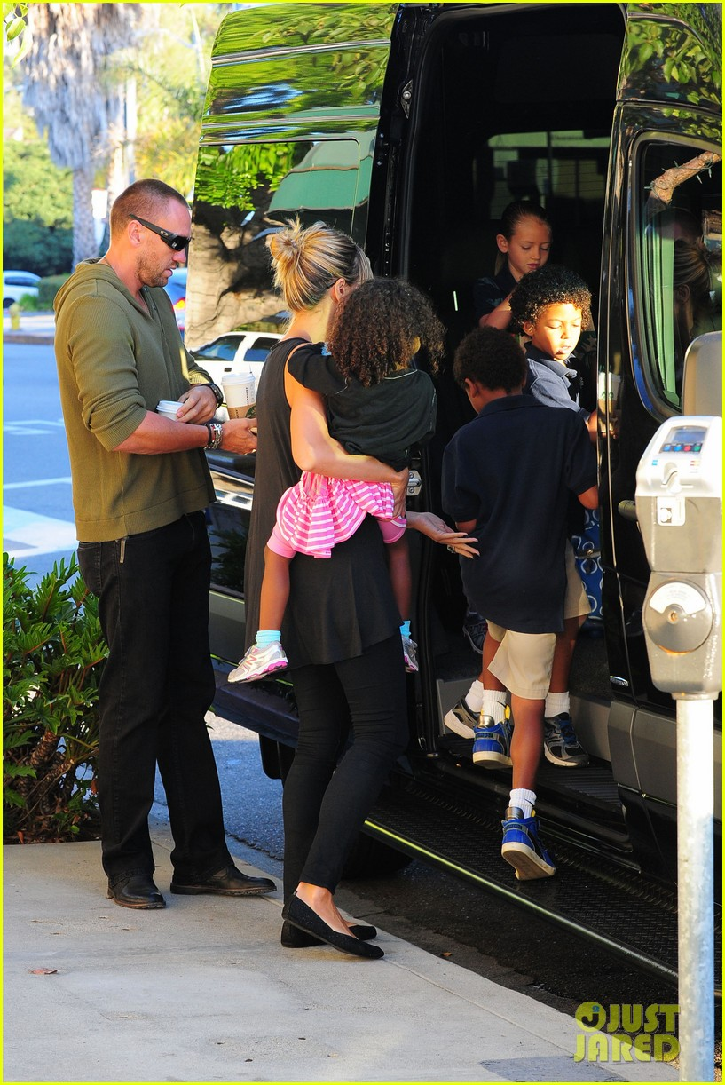 heidi klum starbucks run with kids 222725153