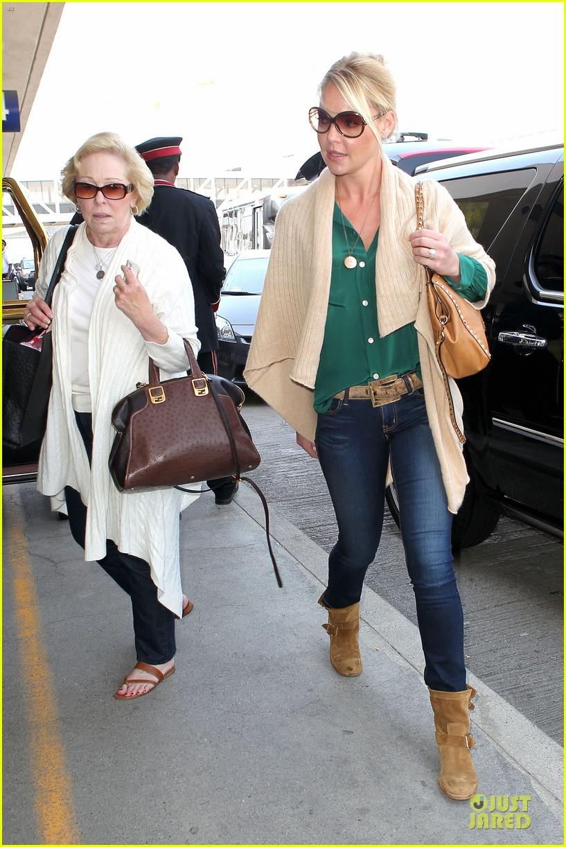 katherine heigl lax departure with mom 01
