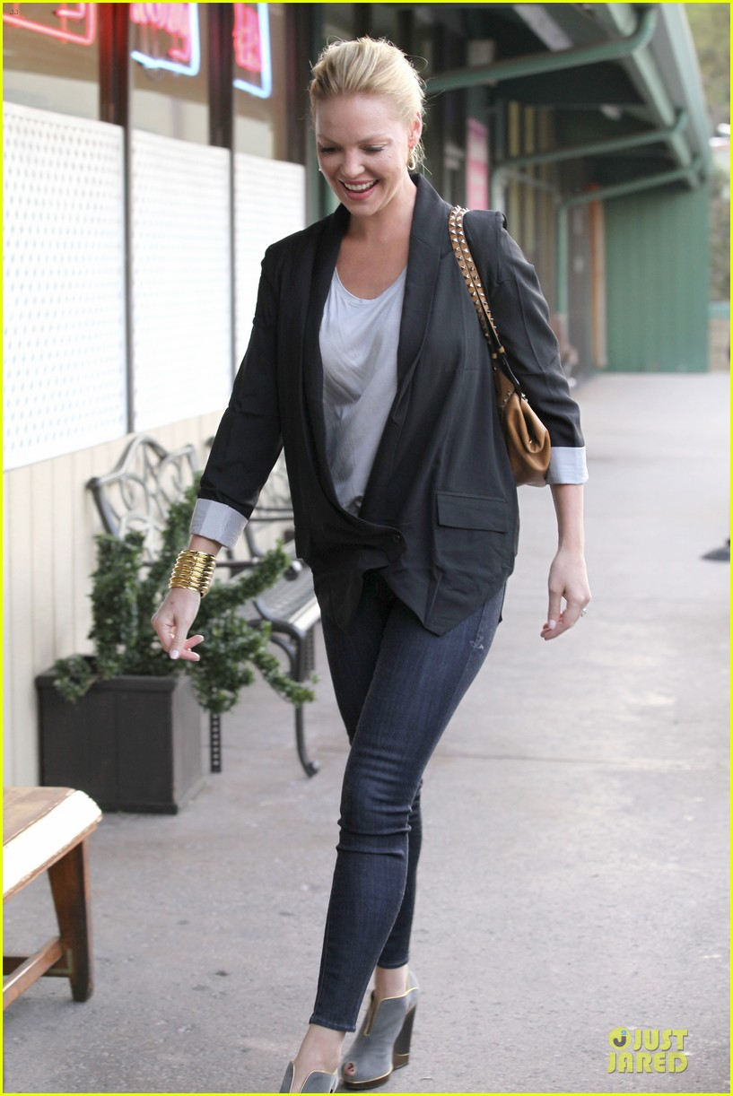 katherine heigl lax departure with mom 03