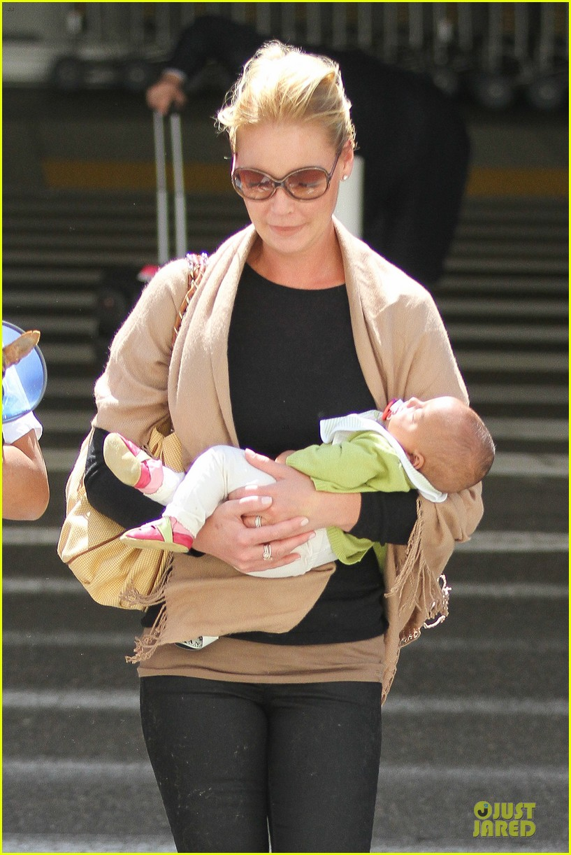 katherine heigl lax departure with mom 042718954