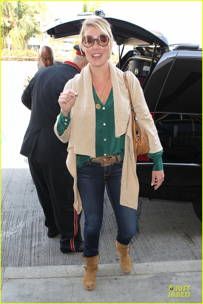 katherine heigl lax departure with mom 07