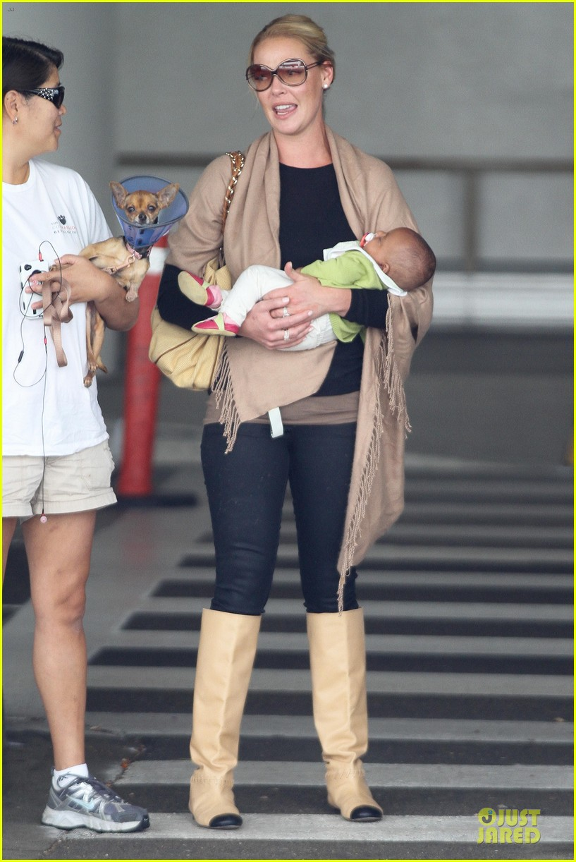 katherine heigl lax departure with mom 242718974
