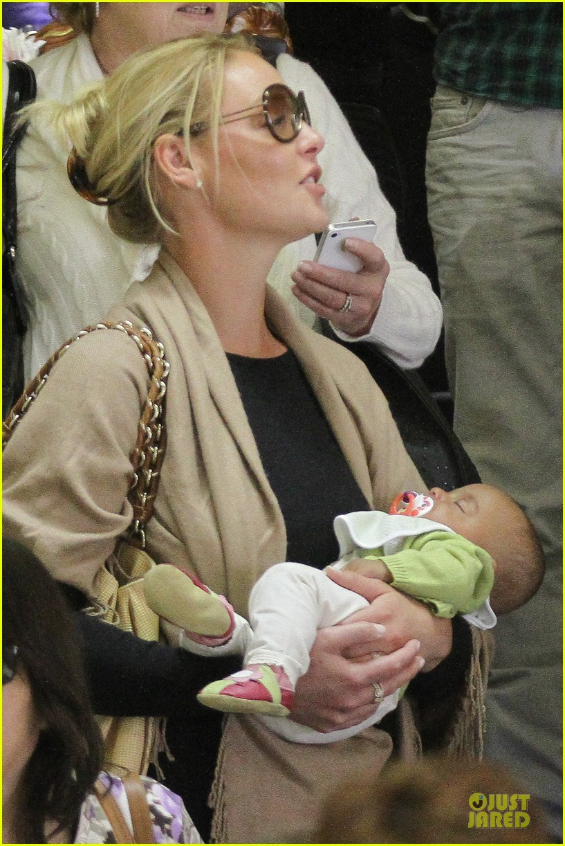 katherine heigl lax departure with mom 262718976
