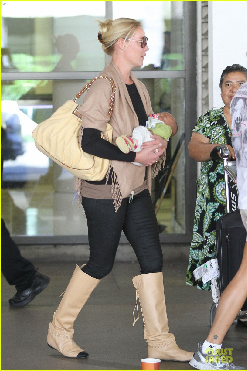 katherine heigl lax departure with mom 312718981