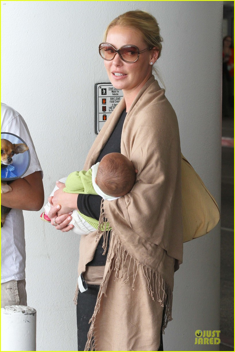 katherine heigl lax departure with mom 32