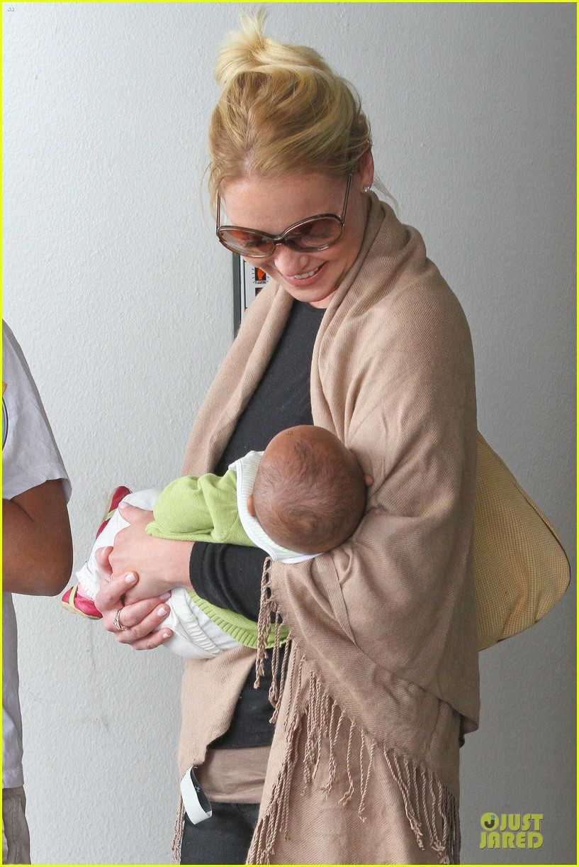 katherine heigl lax departure with mom 34