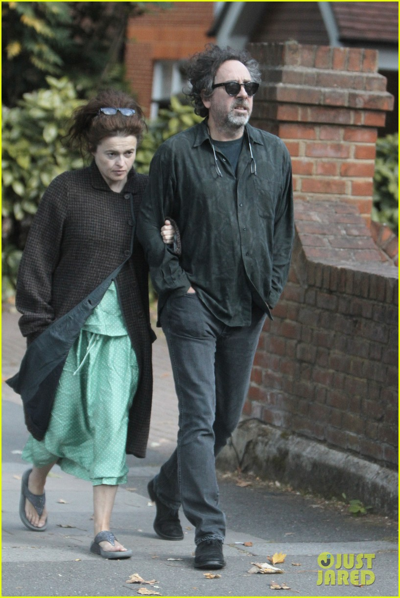 helena bonham carter tim burton link arms london 032724661