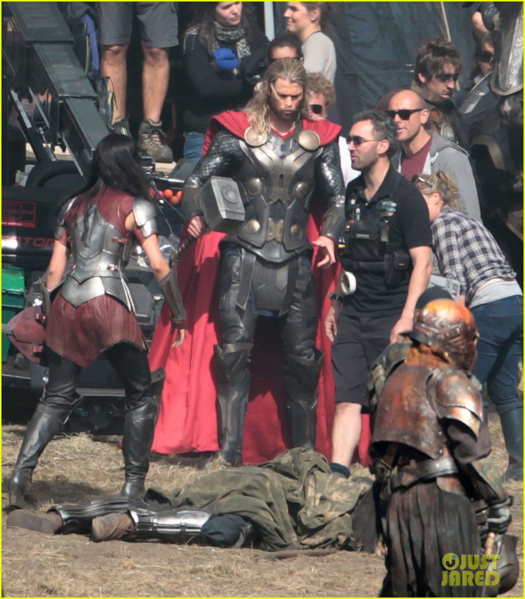 chris hemsworth thor 2 begins filming first set pics 062719375