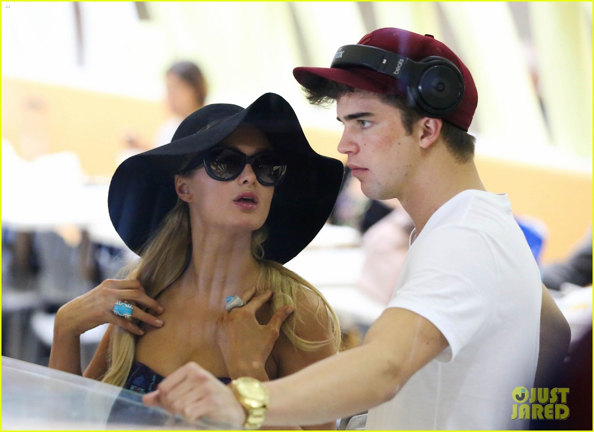 paris hilton river viiperi hawaiian beach vacation 11