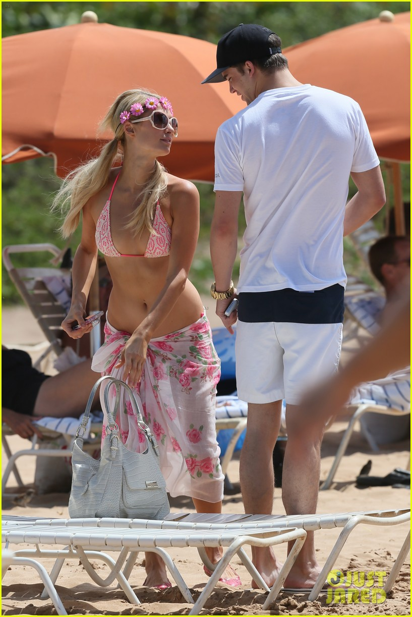 paris hilton river viiperi hawaiian beach vacation 142726825