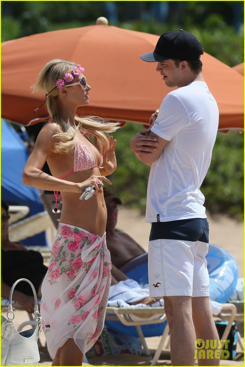 paris hilton river viiperi hawaiian beach vacation 152726826