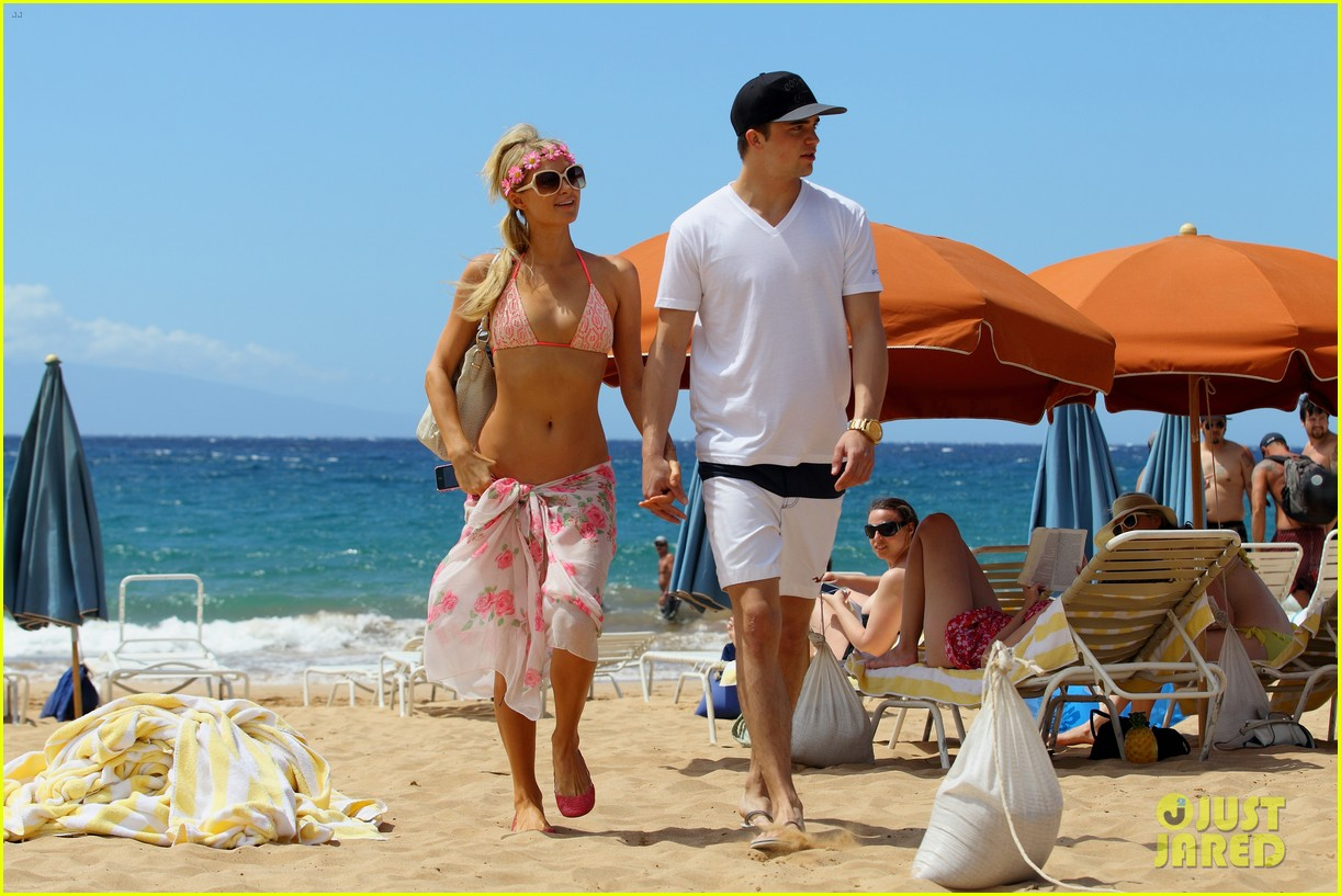 paris hilton river viiperi hawaiian beach vacation 302726841