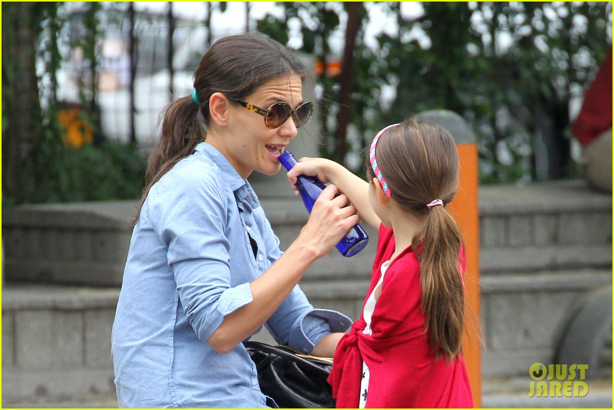suri cruise katie holmes little red riding hood 142713568