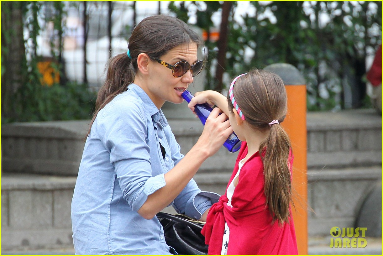 suri cruise katie holmes little red riding hood 152713569