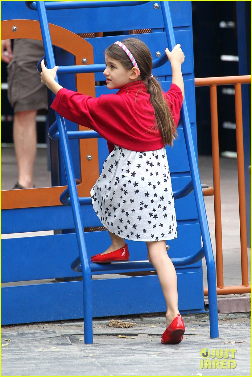 suri cruise katie holmes little red riding hood 232713577
