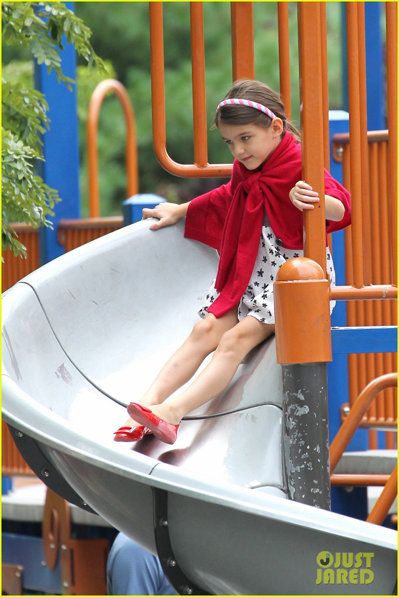 suri cruise katie holmes little red riding hood 292713583