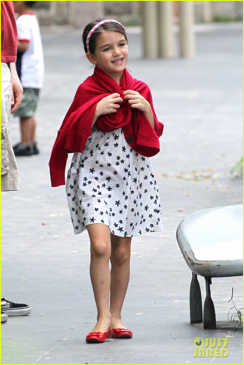 suri cruise katie holmes little red riding hood 312713585