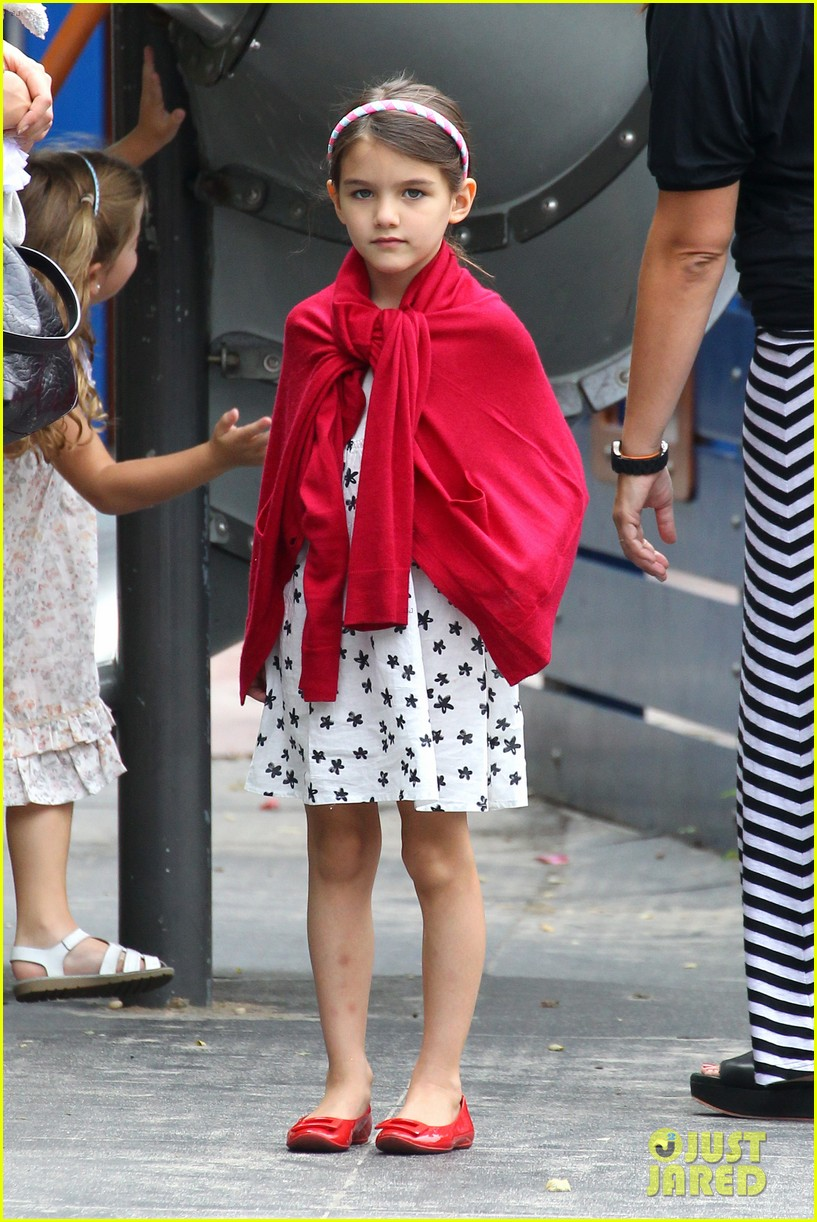 suri cruise katie holmes little red riding hood 332713587