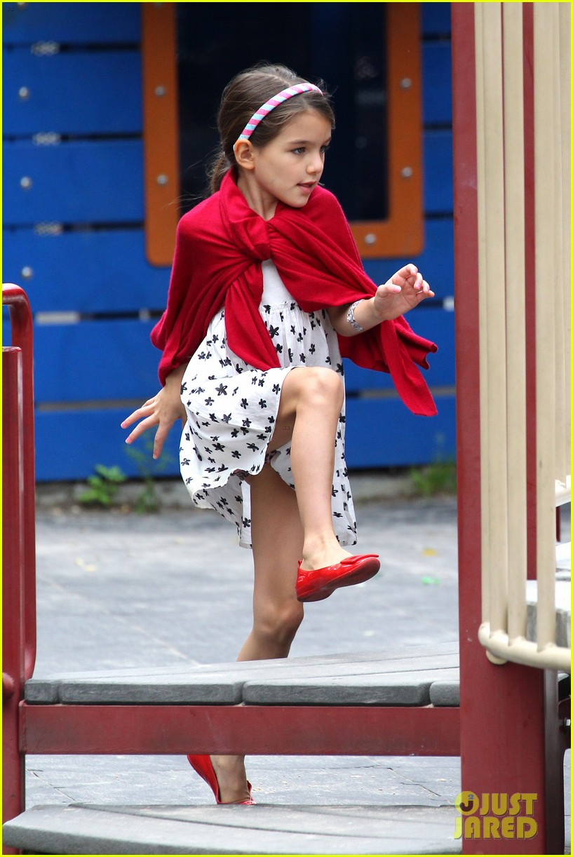 suri cruise katie holmes little red riding hood 342713588