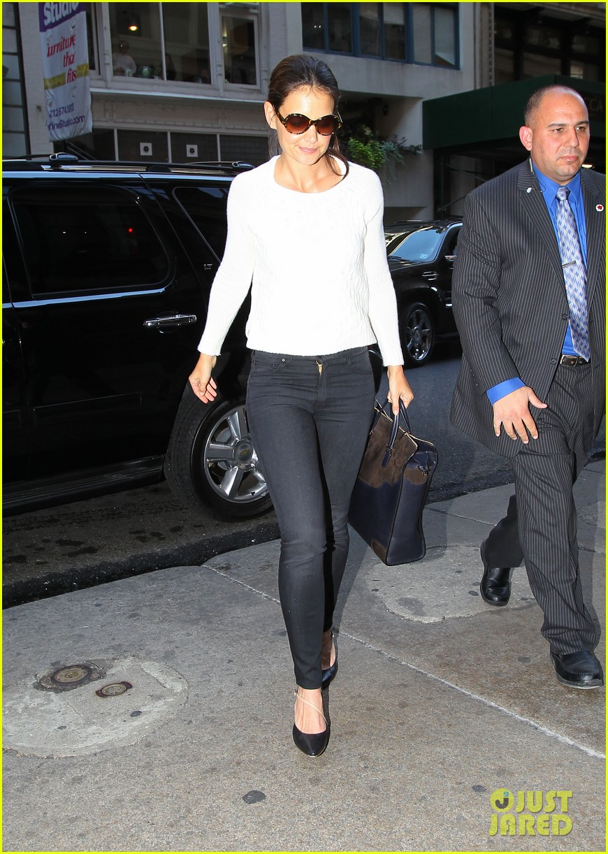 katie holmes lunches after holmes yang show 012720323