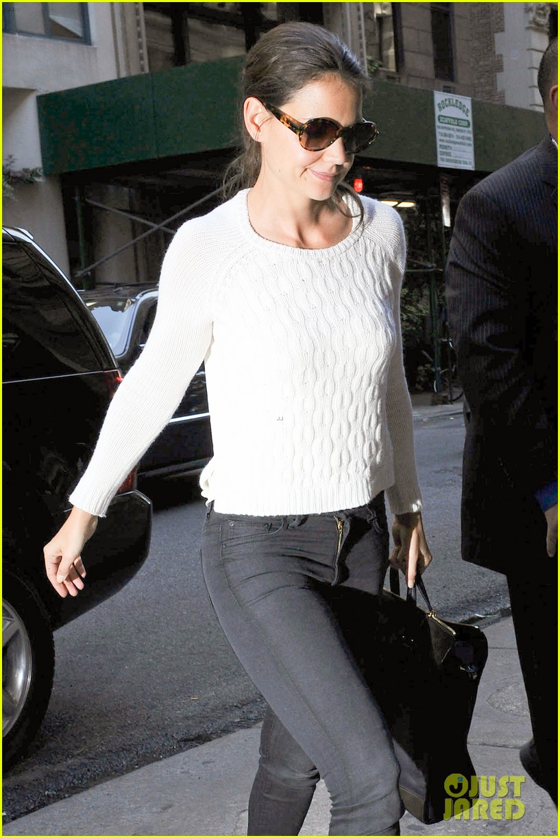 katie holmes lunches after holmes yang show 02