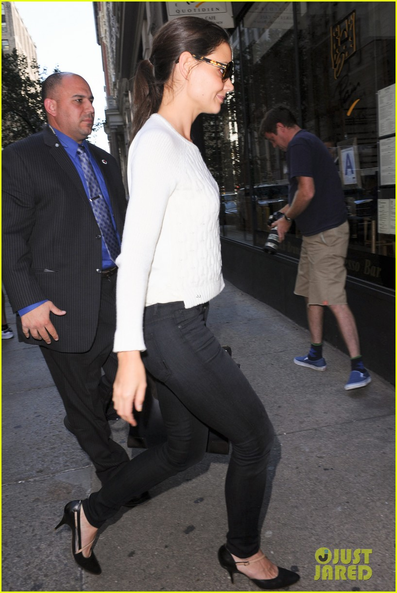 katie holmes lunches after holmes yang show 042720326