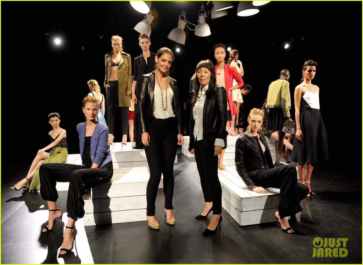 katie holmes holmes yang fashion show 022720111