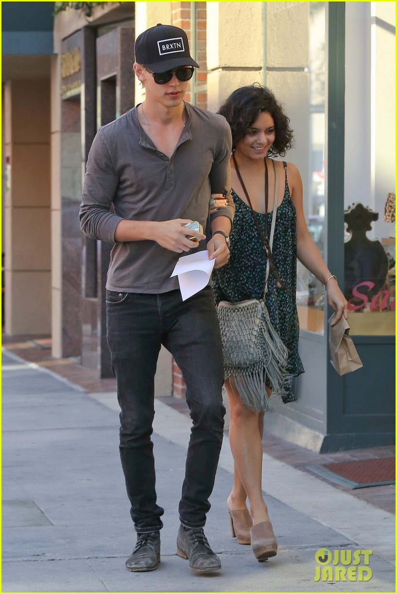 Has analogues? Austin butler vanessa hudgens nude removed