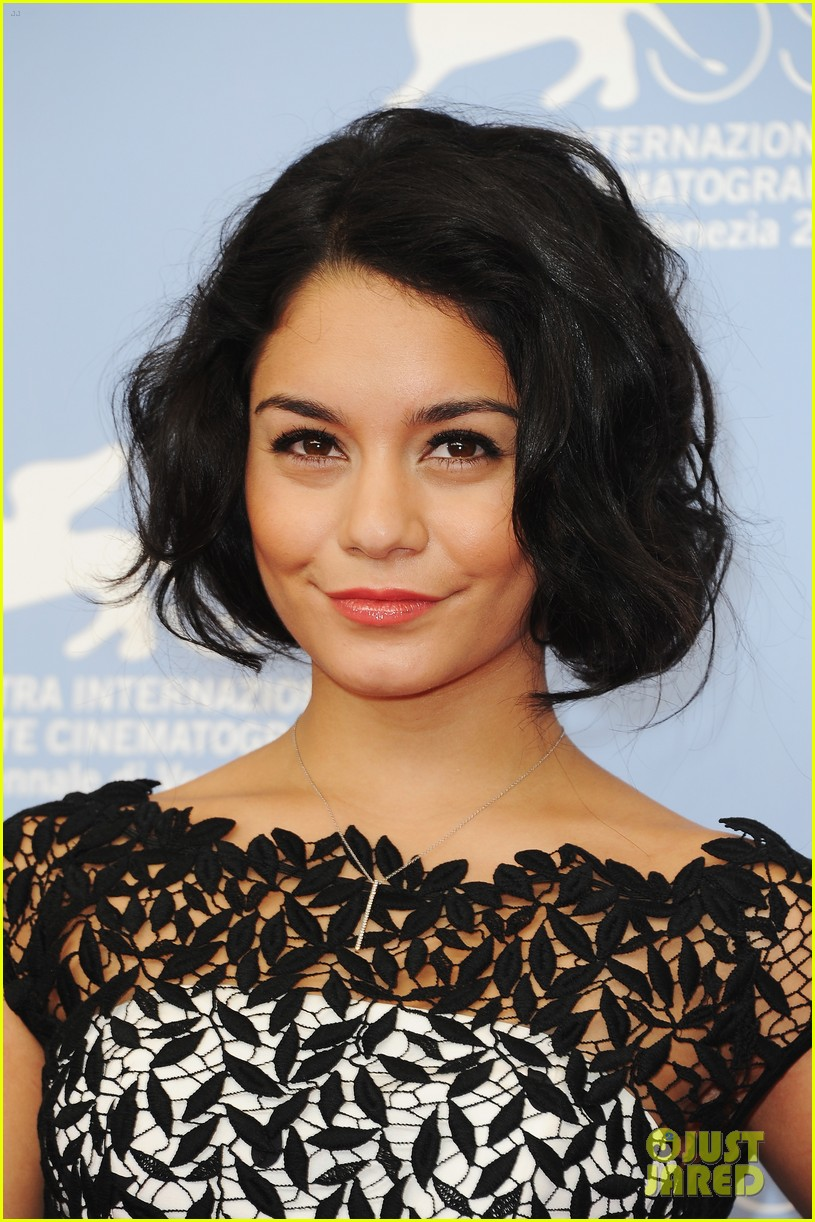 vanessa hudgens selena gomez spring breakers photo call 04