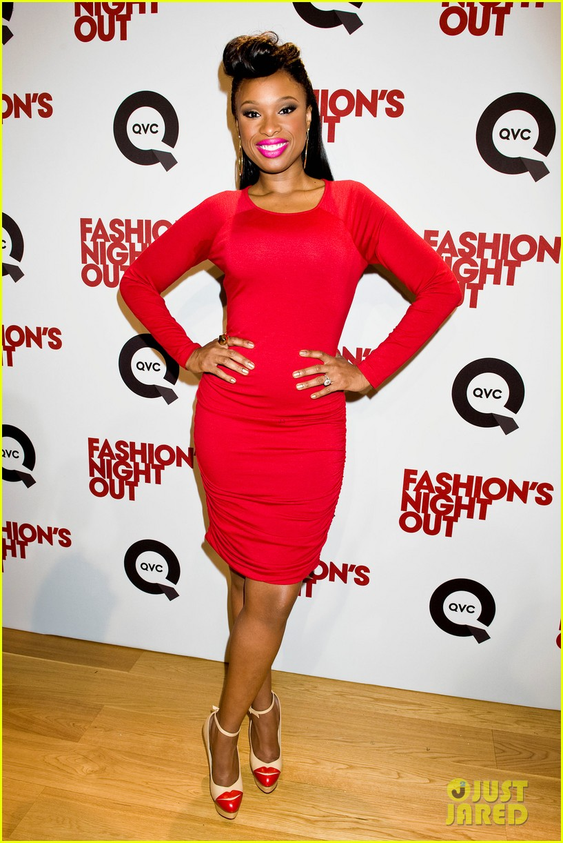 jennifer hudson nicole richie qvc for fashions night out 11