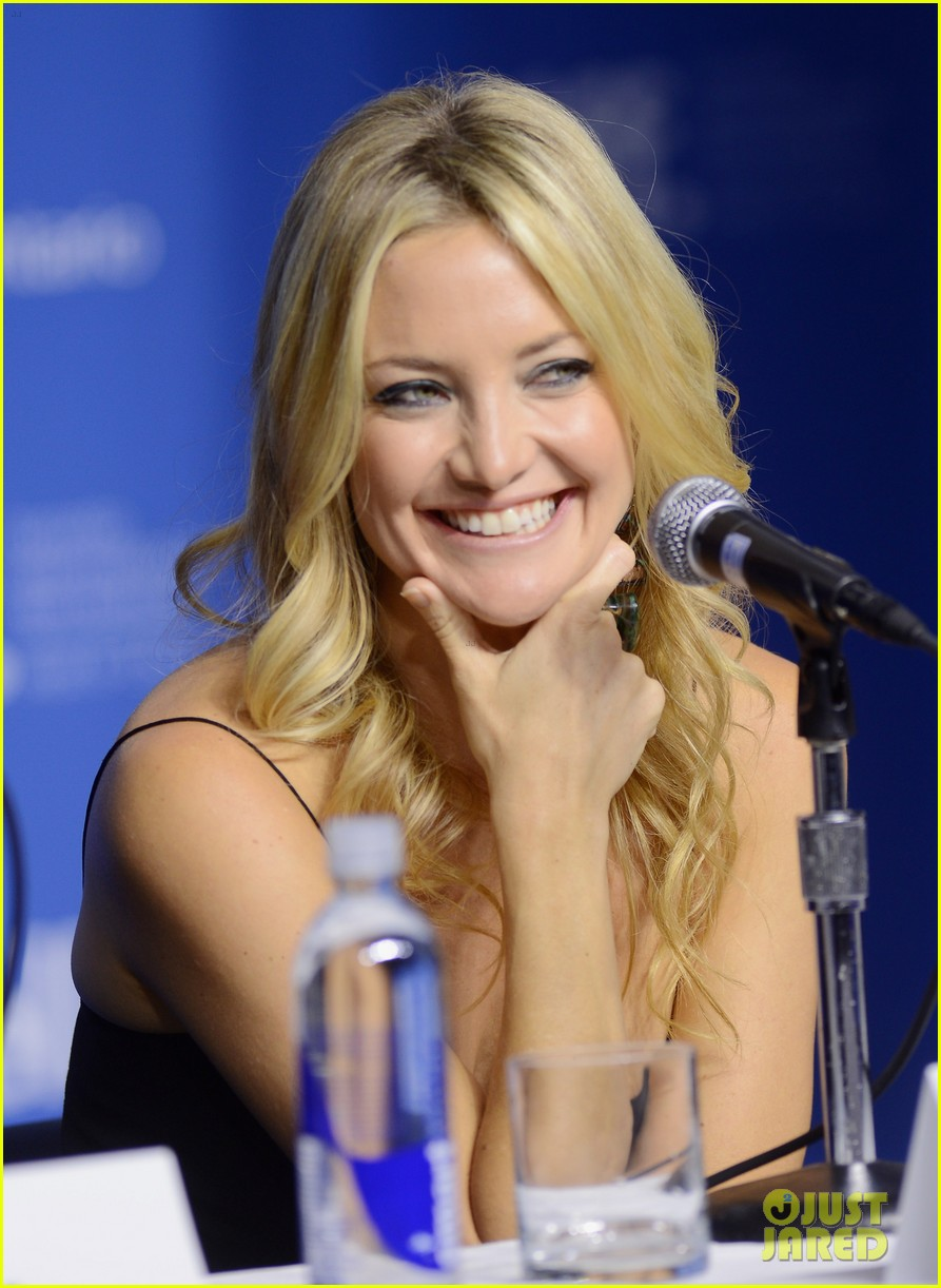 kate hudson reluctant fundamentalist photo call 022718068