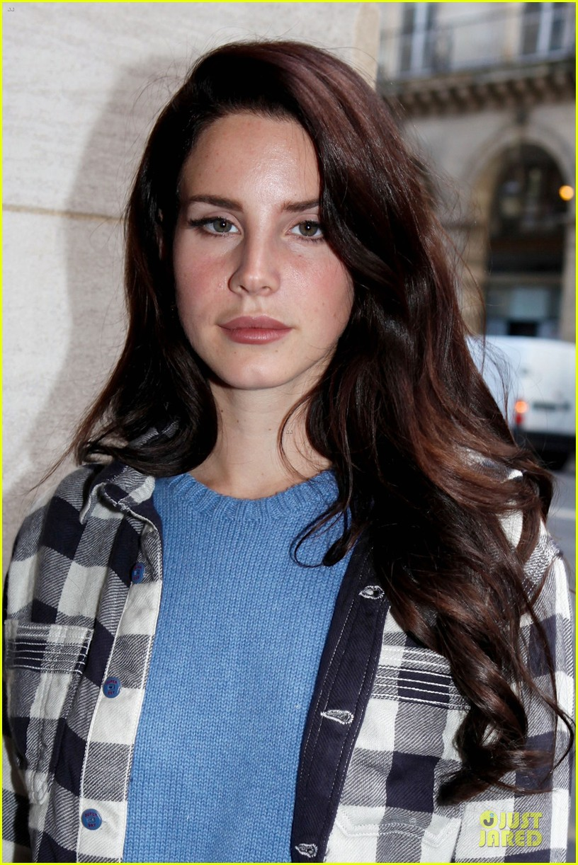 lana del rey jaguar f type launch in paris 07