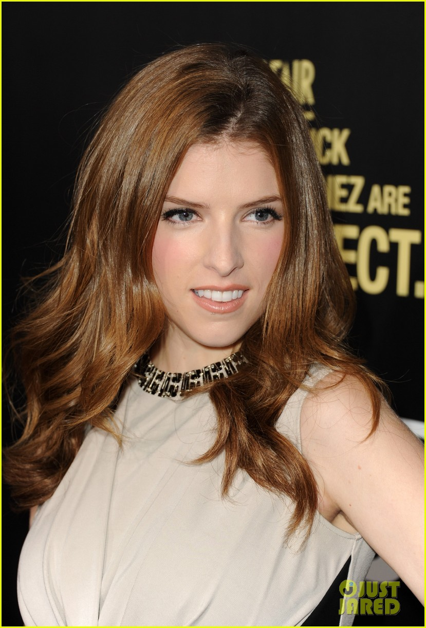 jake gyllenhaal anna kendrick end of watch premiere 16