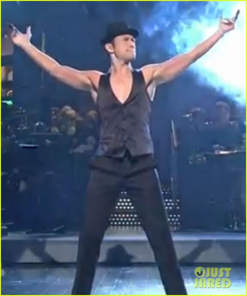 joseph gordon levitt shirtless magic mike dance on snl 022726843