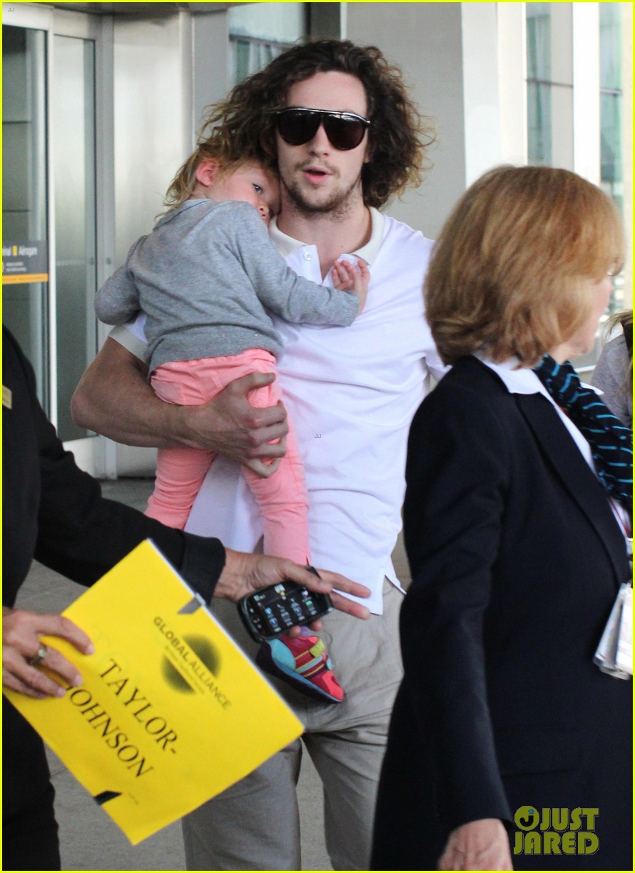aaron taylor johnson airport with sam wylda rae romy hero 012714889