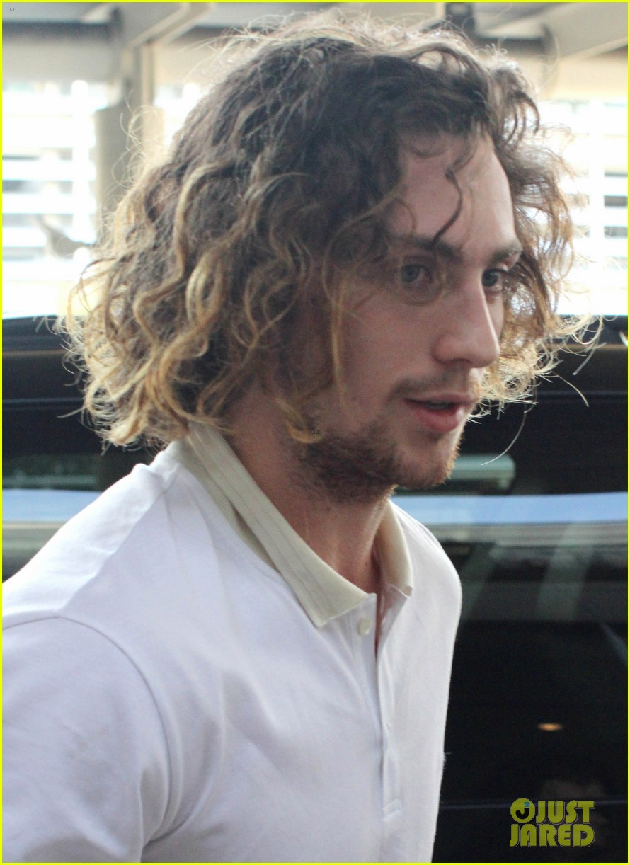 aaron taylor johnson airport with sam wylda rae romy hero 032714891