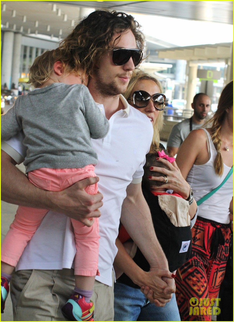 aaron taylor johnson airport with sam wylda rae romy hero 052714893