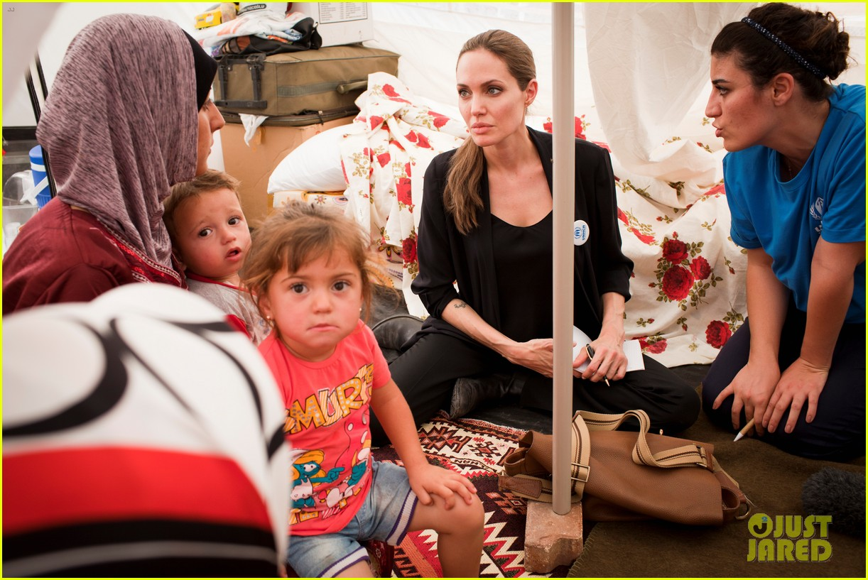 angelina jolie meets syrian refugee children in turkey 052721268