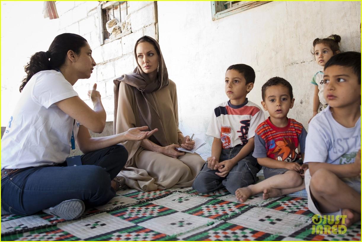 angelina jolie zaatari refuge visit 012720103